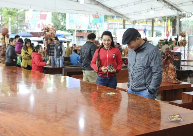 Chiêm ngưỡng những chiếc phản làm bằng gỗ cẩm giá hơn 2 tỷ-6