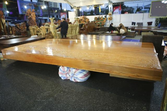 Chiêm ngưỡng những chiếc phản làm bằng gỗ cẩm giá hơn 2 tỷ-9