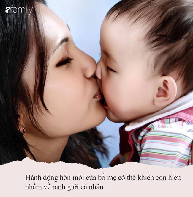 Từ hôn môi con đến chuyện lạm dụng tình dục: Chuyên gia tâm lý chỉ ra 3 tác hại, bố mẹ nên bỏ ngay cách thể hiện tình cảm đầy hiểm họa này-4