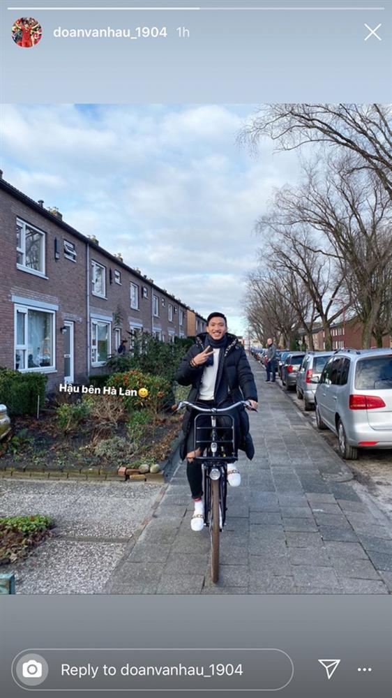 Cùng là những chàng trai bên chiếc xe đạp nhưng Ngạn bị Hà Lan từ chối còn Hậu thì không!-1