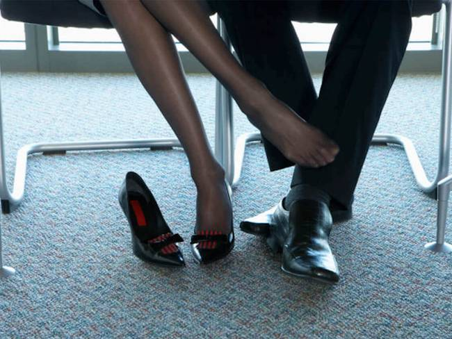 Làm chuyện ấy với sếp nữ ngay tại văn phòng, chàng công sở liền phát hiện sự thật bất ngờ đằng sau-2