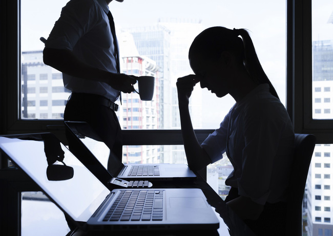 Làm chuyện ấy với sếp nữ ngay tại văn phòng, chàng công sở liền phát hiện sự thật bất ngờ đằng sau-3