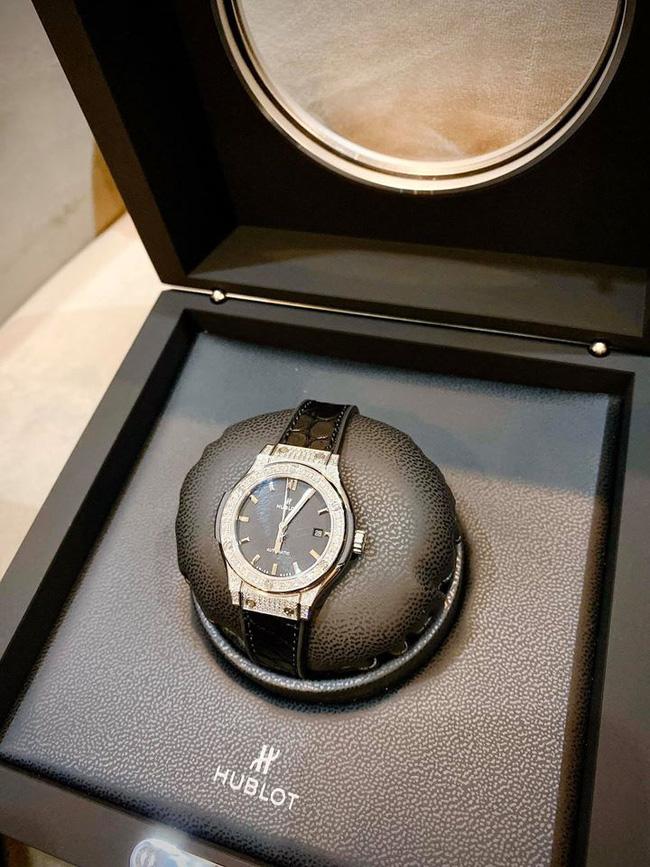 Một mình nuôi con suốt mấy năm trời, Ly Kute vẫn dư sức tậu cả tá hàng hiệu và mới đây là chiếc đồng hồ có giá nửa tỷ-2