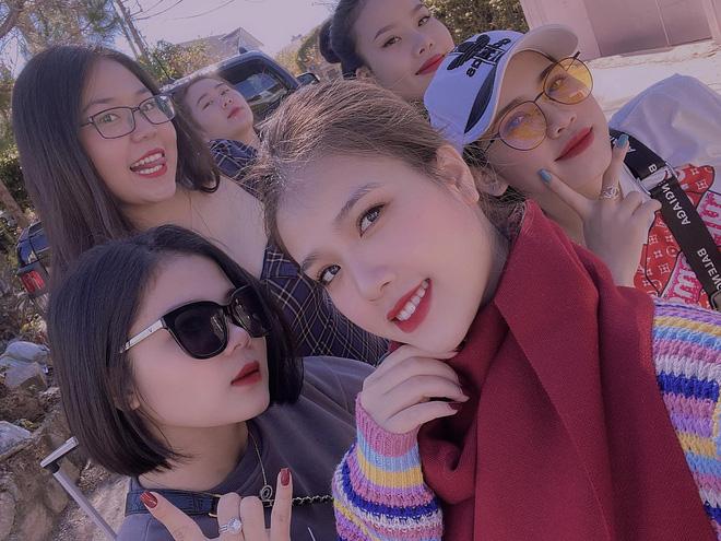 Quang Hải du lịch kín cùng bạn gái tin đồn Huyền My, fan lại vô tư đăng ảnh selfie cùng thần tượng để lộ tất cả?-3