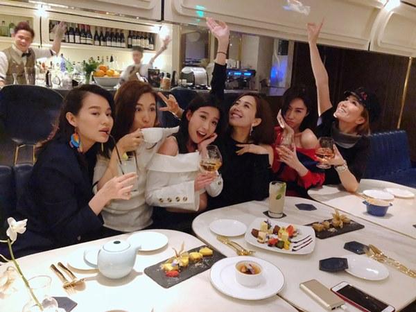 Hội bạn thân quyền lực nhất Hong Kong: Toàn mỹ nhân xinh đẹp, nóng bỏng và giàu có-23