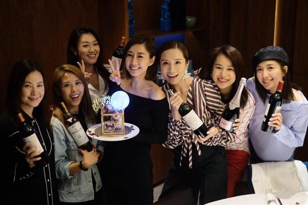 Hội bạn thân quyền lực nhất Hong Kong: Toàn mỹ nhân xinh đẹp, nóng bỏng và giàu có-25