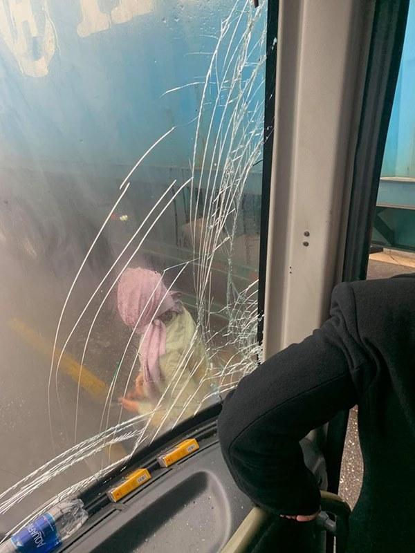 Xôn xao câu chuyện tài xế container để xe khách mất phanh đâm vào sườn xe, cứu 20 người thoát cửa tử-2