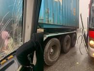 Xôn xao câu chuyện tài xế container để xe khách mất phanh đâm vào sườn xe, cứu 20 người thoát cửa tử