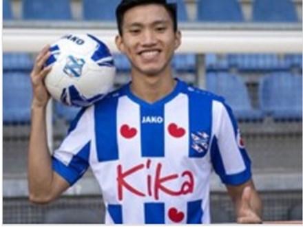 Cựu HLV Heerenveen cho rằng đội bóng trả lương Văn Hậu quá cao