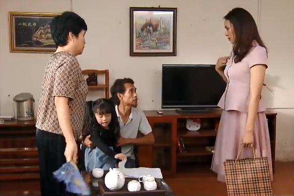 Hoa hồng trên ngực trái tập 43: Khuê quay lại chăm sóc khi biết Thái bị ung thư-2