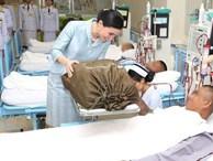 Sau khi Hoàng quý phi bị phế truất, Hoàng hậu Thái Lan ngày càng ghi điểm trước công chúng nhờ hai khoảnh khắc ý nghĩa gần đây