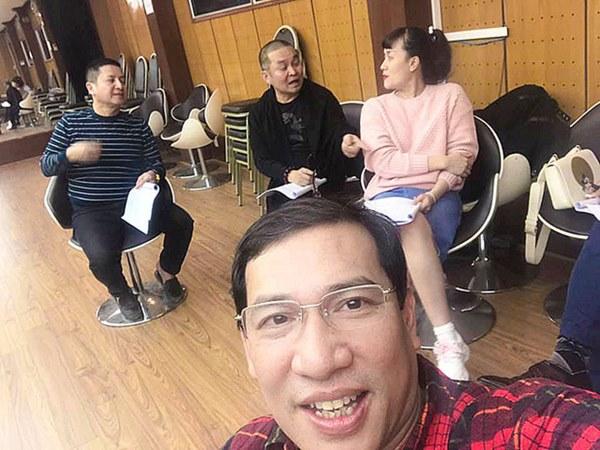 Dàn nghệ sĩ hai miền Nam - Bắc tụ họp chuẩn bị cho chương trình thay Táo Quân: Hoài Linh, Chí Tài và Lý Nhã Kỳ cũng xuất hiện-4