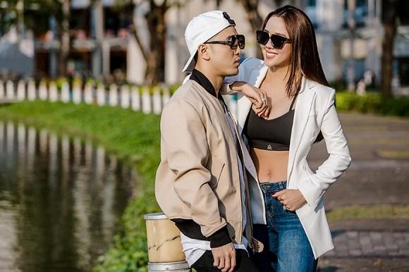 Vợ chồng Ưng Hoàng Phúc khoe dáng bên xe mô tô 1 tỷ đồng-4