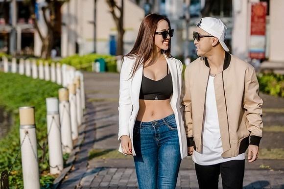 Vợ chồng Ưng Hoàng Phúc khoe dáng bên xe mô tô 1 tỷ đồng-5