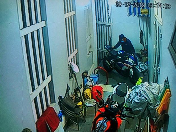 Nhận được tin nhắn từ người lạ, chủ xe mô tô BMW S1000RR trị giá hơn nửa tỷ đồng bị mất trộm đã tìm thấy xe ở Sài Gòn-2