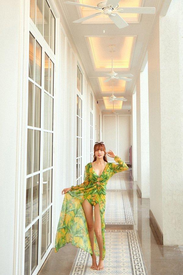Ninh Dương Lan Ngọc thay đổi phong cách, ăn mặc ngày càng gợi cảm-3