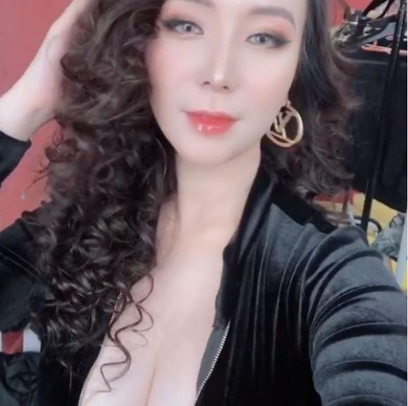 Bà xã Khắc Việt chẳng ngại đăng ảnh gợi cảm sau khi bị đổ oan lộ clip nhạy cảm-3