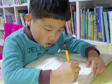 Mới 6 tuổi, cậu bé này đã sở hữu kênh Youtube riêng với lượt view khủng, nội dung mỗi clip khiến cả thế giới kinh ngạc