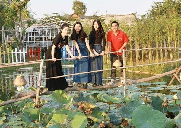Vợ chồng Quyền Linh thăm cơ ngơi rộng 1.600 m2 của em trai Quyền Lộc-2