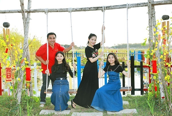 Vợ chồng Quyền Linh thăm cơ ngơi rộng 1.600 m2 của em trai Quyền Lộc-3