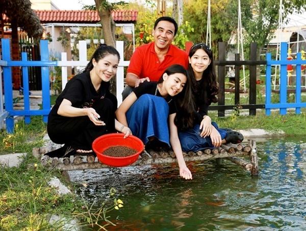 Vợ chồng Quyền Linh thăm cơ ngơi rộng 1.600 m2 của em trai Quyền Lộc-4