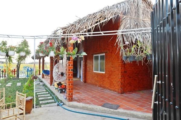 Vợ chồng Quyền Linh thăm cơ ngơi rộng 1.600 m2 của em trai Quyền Lộc-8