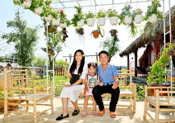 Vợ chồng Quyền Linh thăm cơ ngơi rộng 1.600 m2 của em trai Quyền Lộc-9