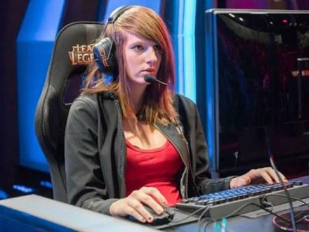 Nữ game thủ LMHT chuyên nghiệp đầu tiên qua đời ở tuổi 24