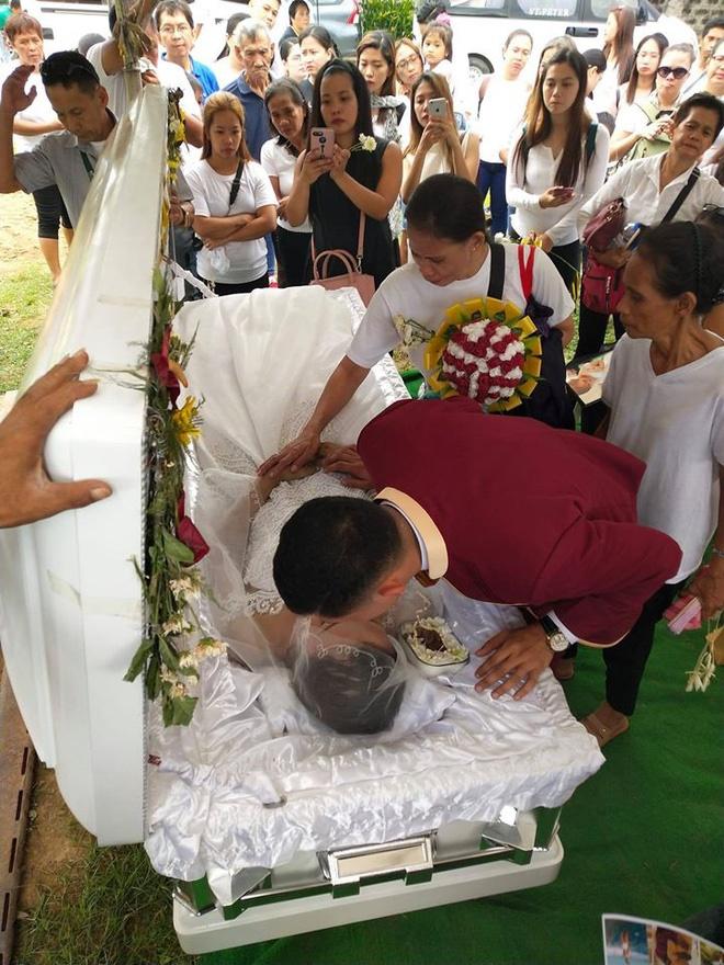 Chuyện tình đẫm nước mắt của chàng trai mất người yêu ngay trước thềm hôn lễ, ngày cưới cũng là ngày đám tang của cô dâu-9
