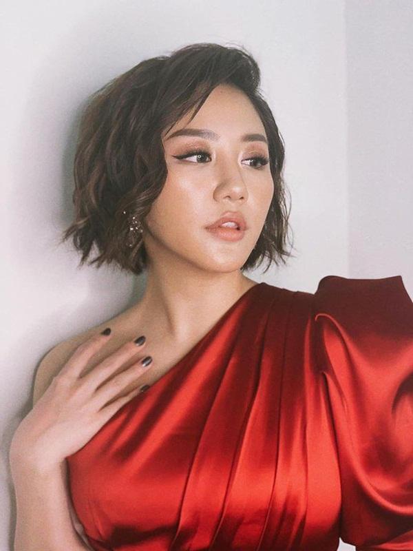Vẻ sexy đến nghẹn thở của Văn Mai Hương - nữ ca sĩ đang được cả showbiz đứng ra bảo vệ-1