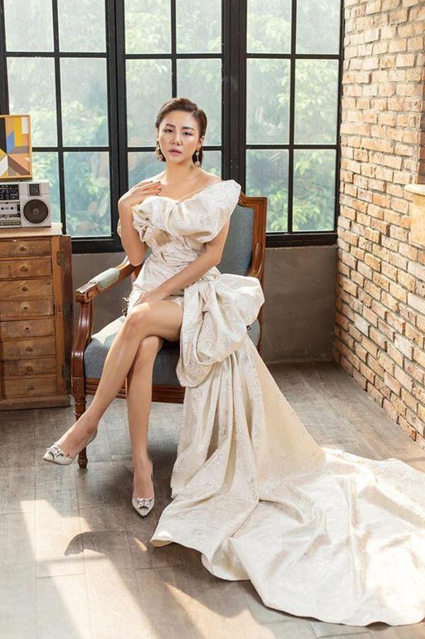 Vẻ sexy đến nghẹn thở của Văn Mai Hương - nữ ca sĩ đang được cả showbiz đứng ra bảo vệ-4