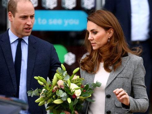 Vợ chồng Công nương Kate chuẩn bị đưa ra dòng thông báo mới cho năm 2020 khiến người hâm mộ bấn loạn, có thể em bé thứ 4 sắp xuất hiện-1