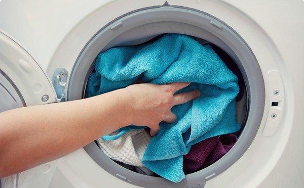 Lấy 2 quả bóng cho vào máy giặt, hiệu quả bất ngờ mẹ nào cũng nên học theo-3