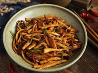 10 phút làm nhanh món nấm xào cay ngon cơm ngày lạnh