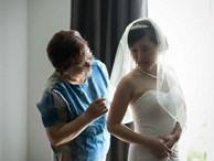 Gái nhà quê làm dâu phố cổ và cái kết không tưởng sau khi chiếc roi trong tay mẹ chồng vung lên trước đêm tân hôn