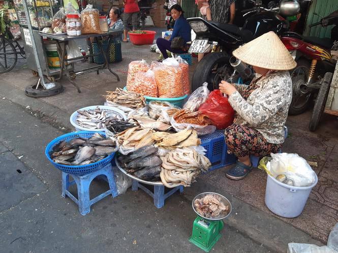 Tiểu thương méo mặt vì hàng hóa ế ẩm dịp Tết Dương lịch-11