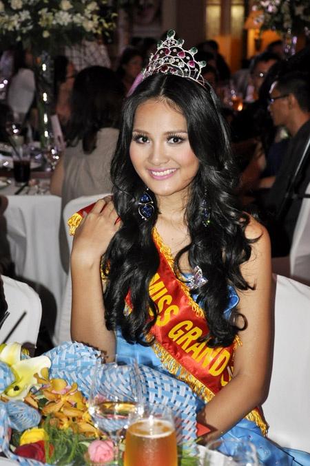 Những hoa hậu Việt nổi bật 10 năm qua-17