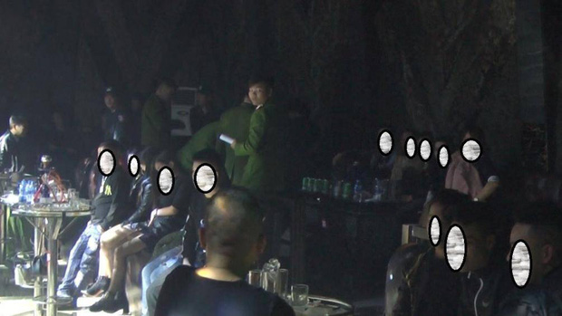 80 nam nữ thanh niên bay lắc trong quán bar ở Hưng Yên đêm cuối năm-1