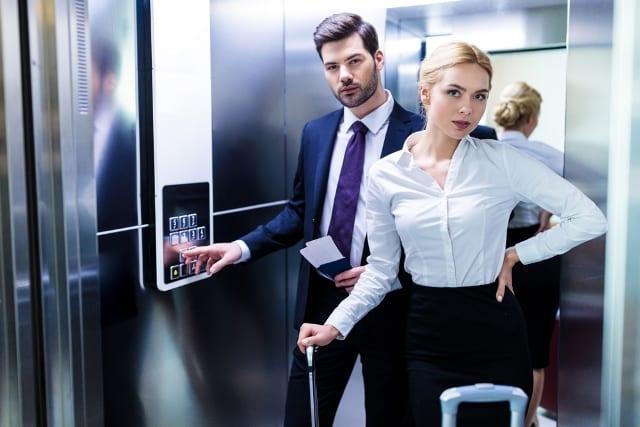 Clip: Tiết lộ ý nghĩa thực sự của những chiếc gương được lắp trong thang máy-1