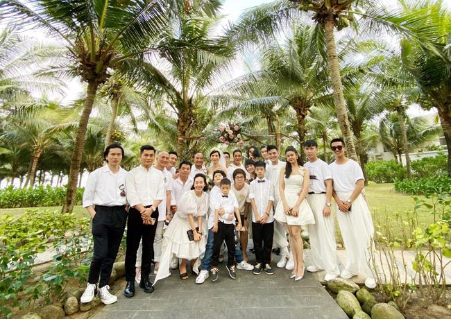 Con gái Xuân Lan xuất hiện như thiên thần trong đám cưới mẹ, lại còn có thêm nhân vật đặc biệt nhà Tim - Trương Quỳnh Anh tham dự-1