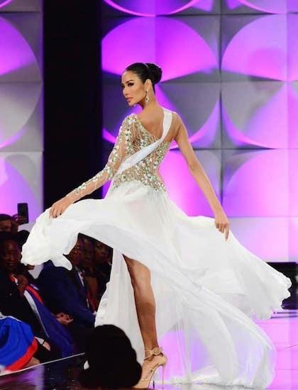 Ngắm lại loạt váy dạ hội nóng bỏng mỹ nhân Việt mang tới trường quốc tế năm 2019-3