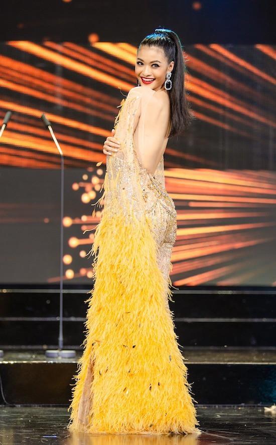 Ngắm lại loạt váy dạ hội nóng bỏng mỹ nhân Việt mang tới trường quốc tế năm 2019-14