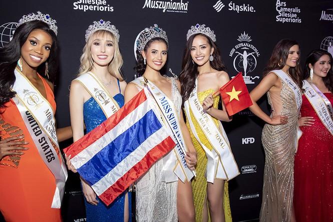 Ngắm lại loạt váy dạ hội nóng bỏng mỹ nhân Việt mang tới trường quốc tế năm 2019-16
