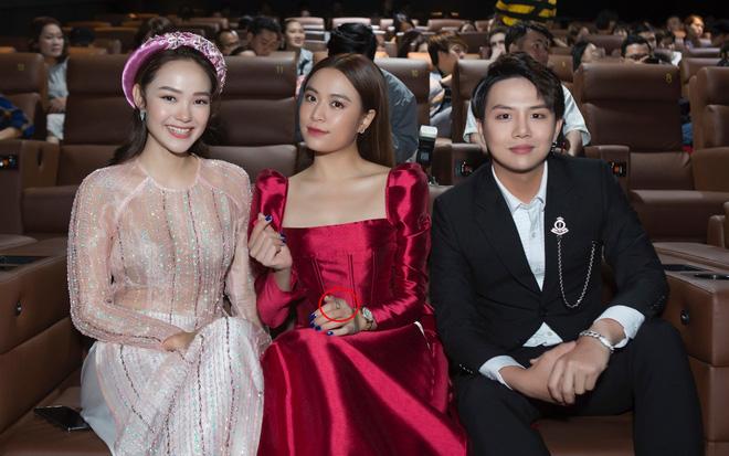 """Gil Lê và Hoàng Thùy Linh giữ khoảng cách khi cùng dự sự kiện nhưng vẫn để lộ dấu vết"""" chung-3"""