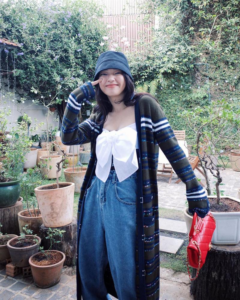 """Chiếc áo nơ hot nhất lúc này đã khiến Phượng Chanel bất chấp dù đụng"""" từ Jennie, Liu Wen tới Châu Bùi-8"""