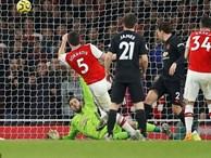 Lãnh 2 'cái tát' trời giáng từ Arsenal, Man United để mất cơ hội vàng trong vòng đấu lạ lùng