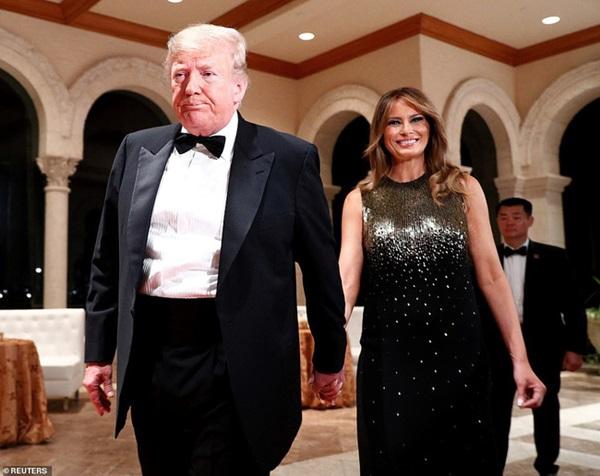 Gia đình Tổng thống Mỹ tổ chức tiệc năm mới xa hoa, quý tử Barron Trump xuất hiện chớp nhoáng, điển trai hết phần thiên hạ-3