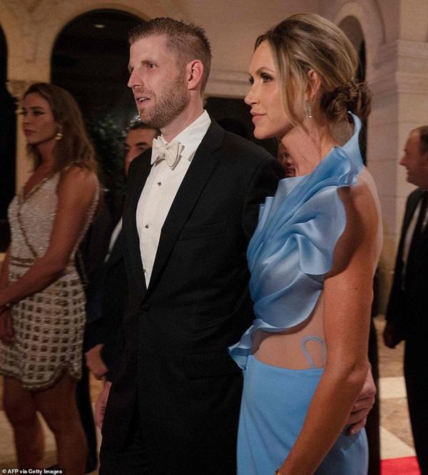 Gia đình Tổng thống Mỹ tổ chức tiệc năm mới xa hoa, quý tử Barron Trump xuất hiện chớp nhoáng, điển trai hết phần thiên hạ-6