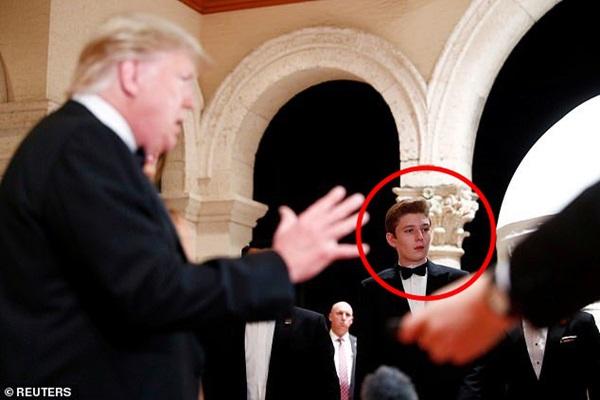Gia đình Tổng thống Mỹ tổ chức tiệc năm mới xa hoa, quý tử Barron Trump xuất hiện chớp nhoáng, điển trai hết phần thiên hạ-7