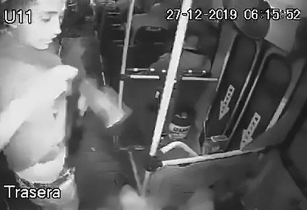 Tên cướp tự bắn chính mình khi loay hoay rút súng ra khỏi quần-2